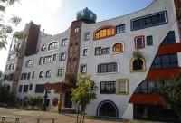 Необычная архитектура Хундертвассера