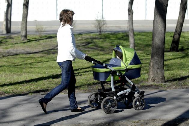 Весенние прогулки с новорожденным ребенком